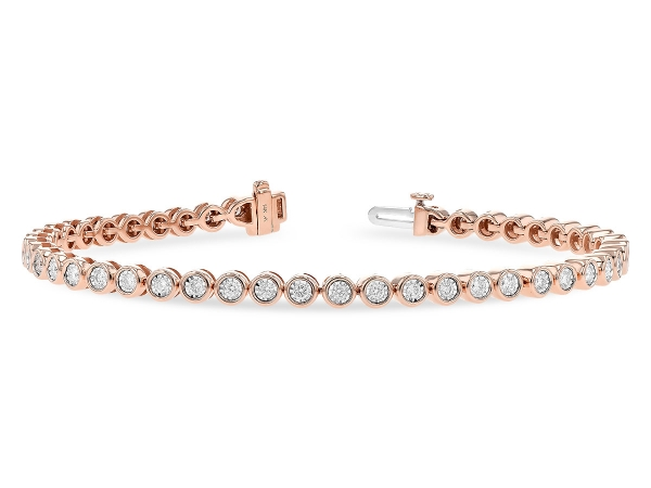 Don't miss the striking effect of our precious metal bracelets. From unexpected designs to birthstone models, we have radiant designs waiting for you!